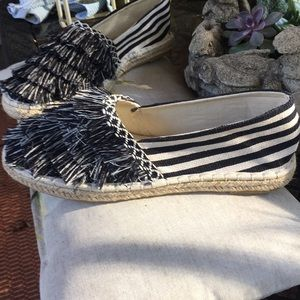 NWOT Qupid Black & Cream Fringed Flats